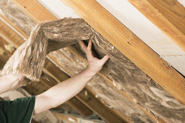 Plaatsing Knauf Multifit Ecose in een hellend dak