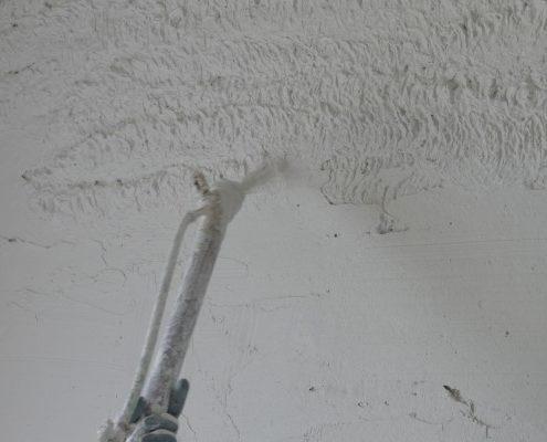Pleisterwerk na injectie tegen opstijgend vocht