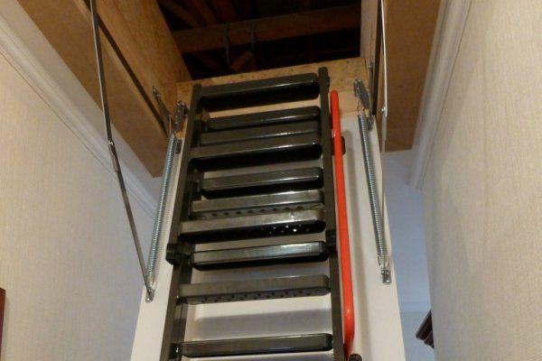 FAKRO zoldertrap met geïsoleerd luik en metalen trap