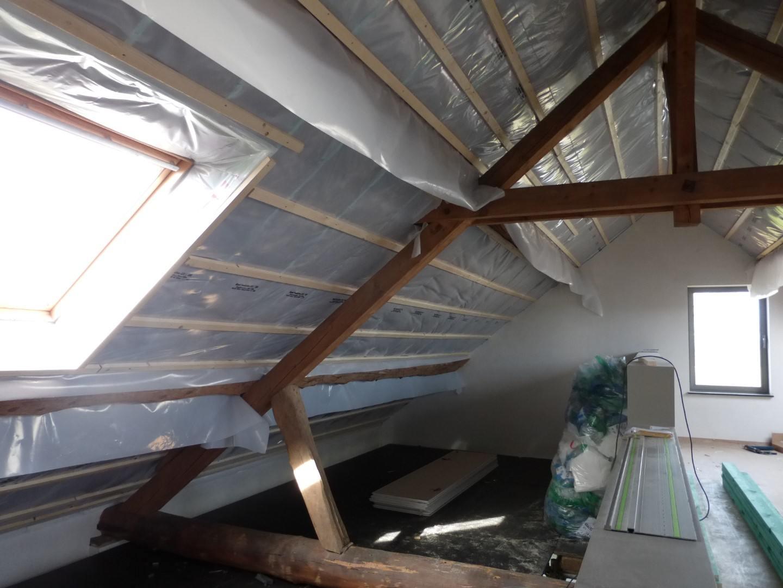 Thermische en akoestische isolatie hellend dak